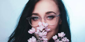 a girl wearing clear glasses from eye buy direct