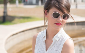 how to choose sunglasses - girl - white shirt