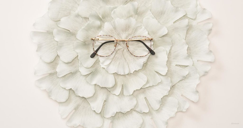 What To Do With Old Eyeglasses: Three Great Uses