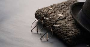 retro round glasses - two glasses - hat