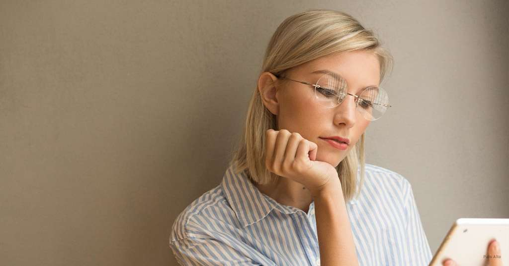 Minimalist Glasses for Your Sleek Wardrobe